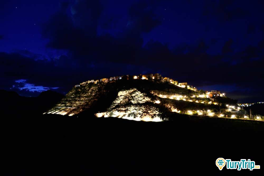 Food tasting, meetings, archeology and trekking in Sant'Angelo Muxaro close to Agrigento-image-4