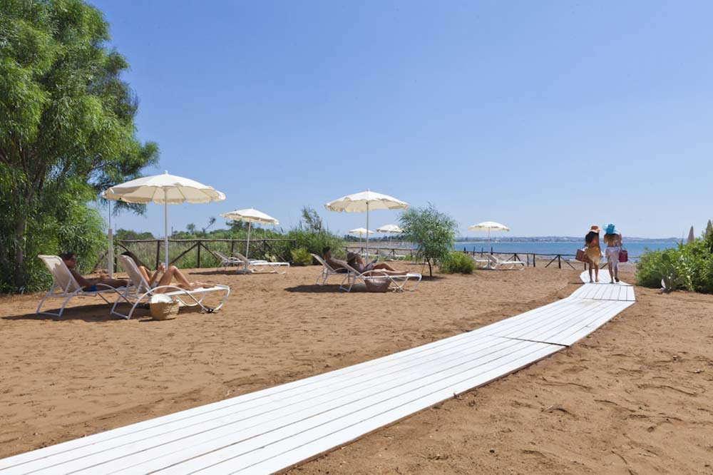 An exclusive seashore with a private beach between Ragusa and Syracuse-image-9