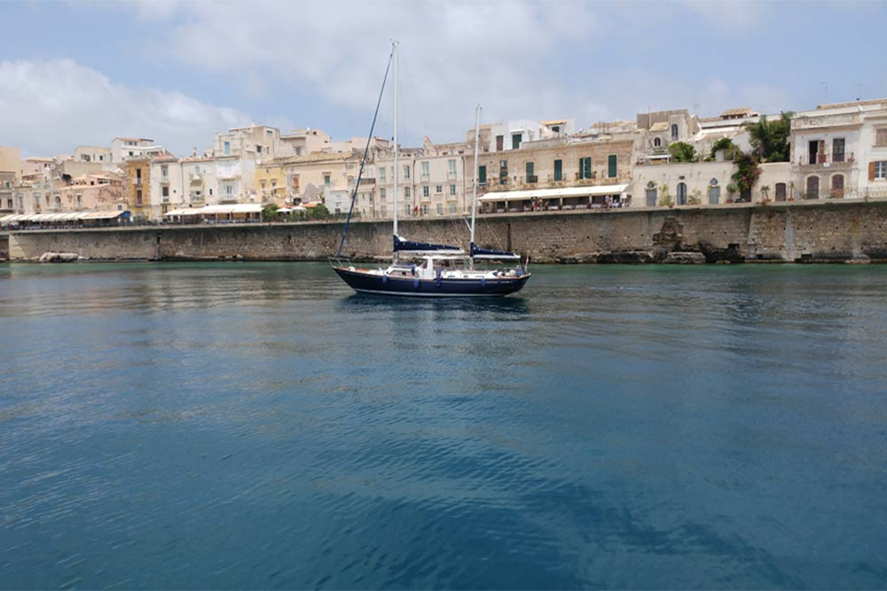 Boat excursion to Ortygia on a caique to discover the Syracuse coast-image-4