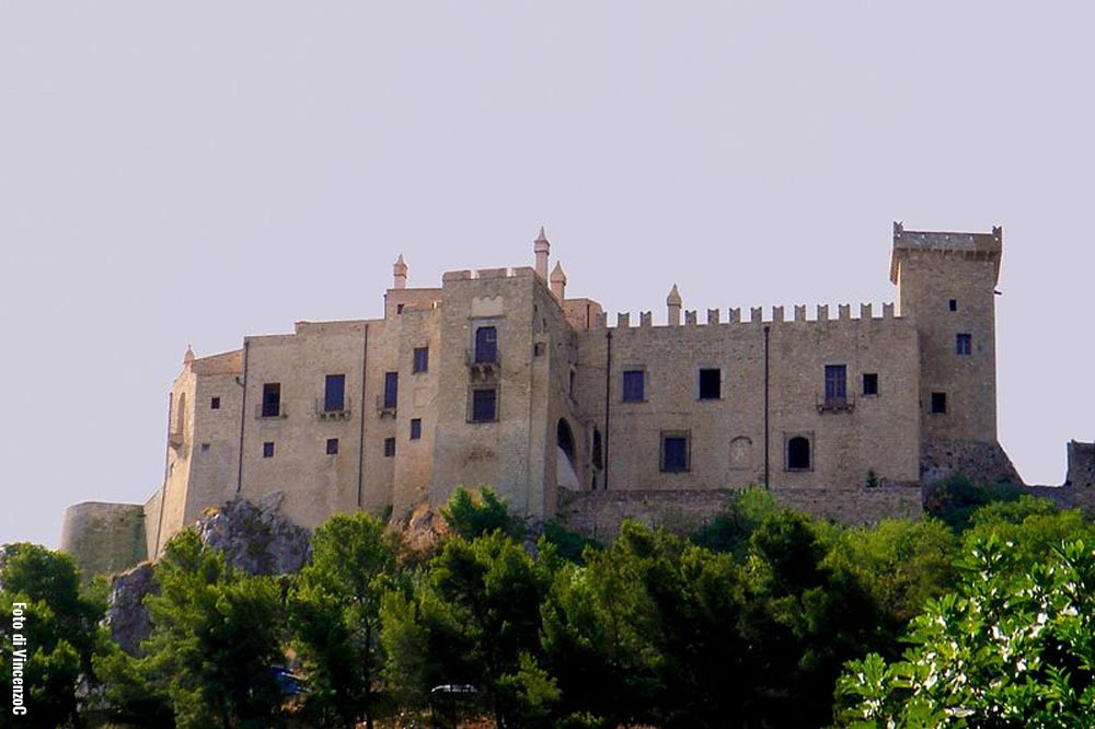 A guided tour of the Carini Castle and the catacombs close to Palermo-image-4