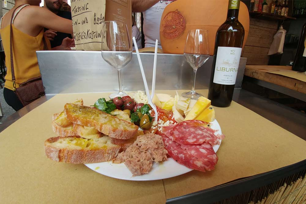Street Food Tour in Catania including a visit to the old town and the fish market-image-6