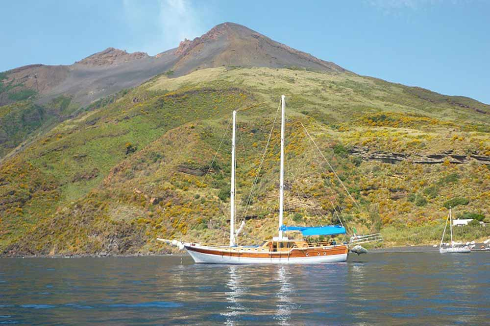 Boat cruise to the Aeolian Islands-image-4