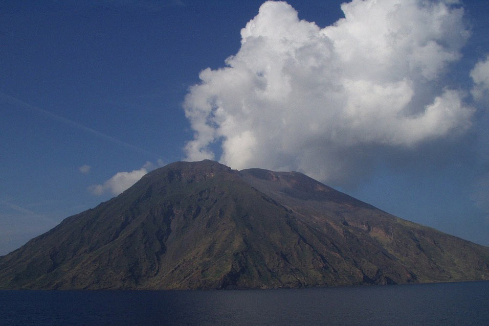 Boat cruise to the Aeolian Islands-image-7