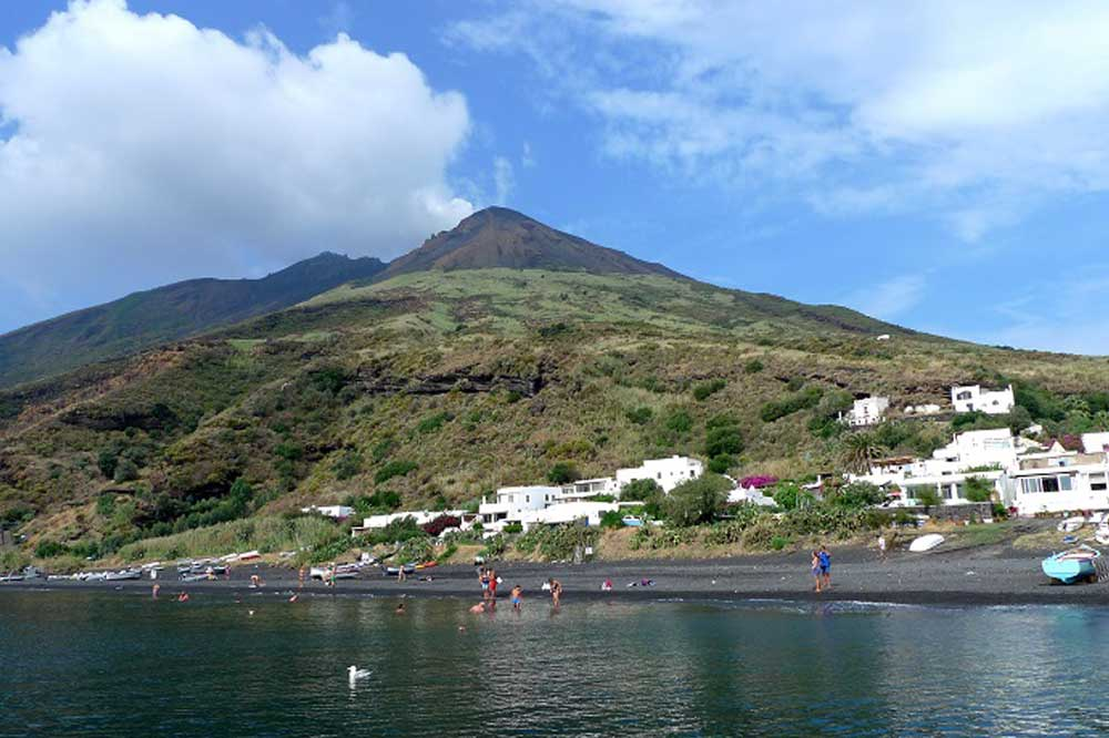 Boat cruise to the Aeolian Islands-image-9