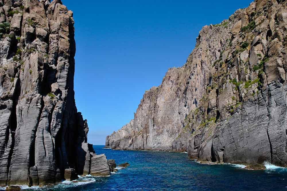 Giro in barca alle Eolie: visita di Panarea ed eruzione dello Stromboli-image-5