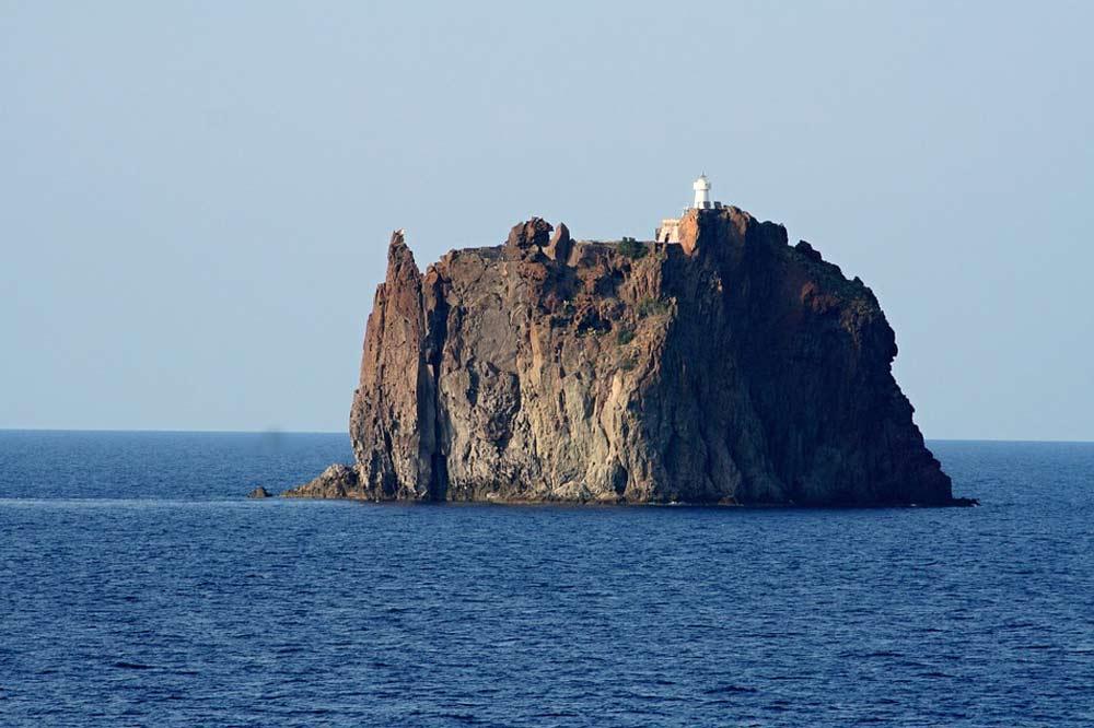 Giro in barca alle Eolie: visita di Panarea ed eruzione dello Stromboli-image-8