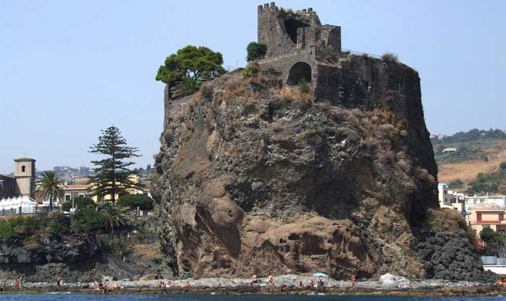Go trekking to discover the sea stacks in Acitrezza between legend and nature-image-4