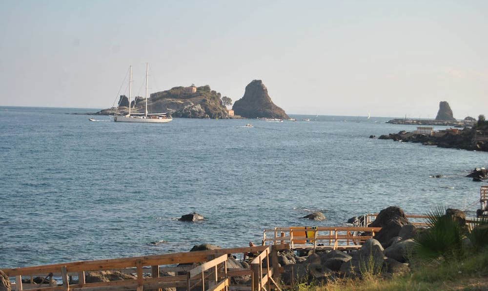 Go trekking to discover the sea stacks in Acitrezza between legend and nature-image-8