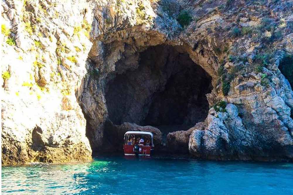 Boat excursion Taormina: from Isola Bella to Blue Cave with aperitif on board-image-8