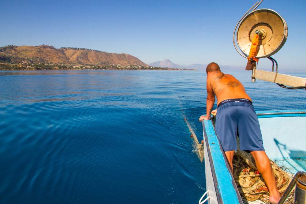 Boat trip and fishing tourism in Cefalù-image-4