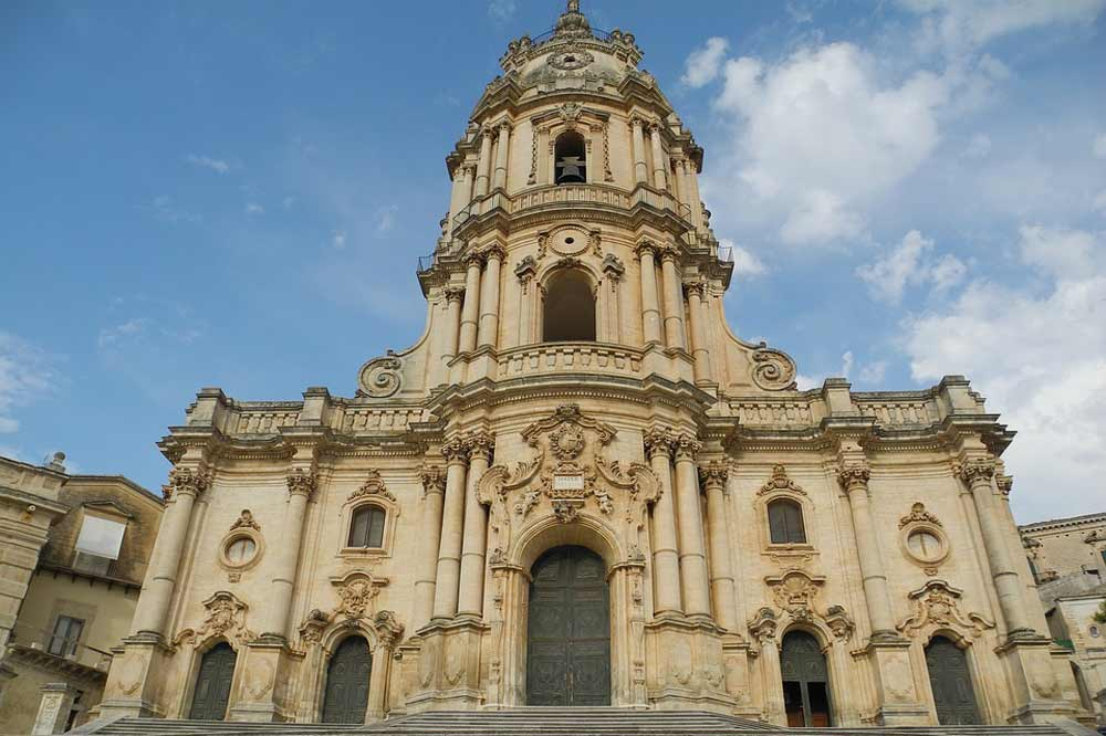 Guided tour of Modica in the middle of churches, baroque style and chocolate-image-4