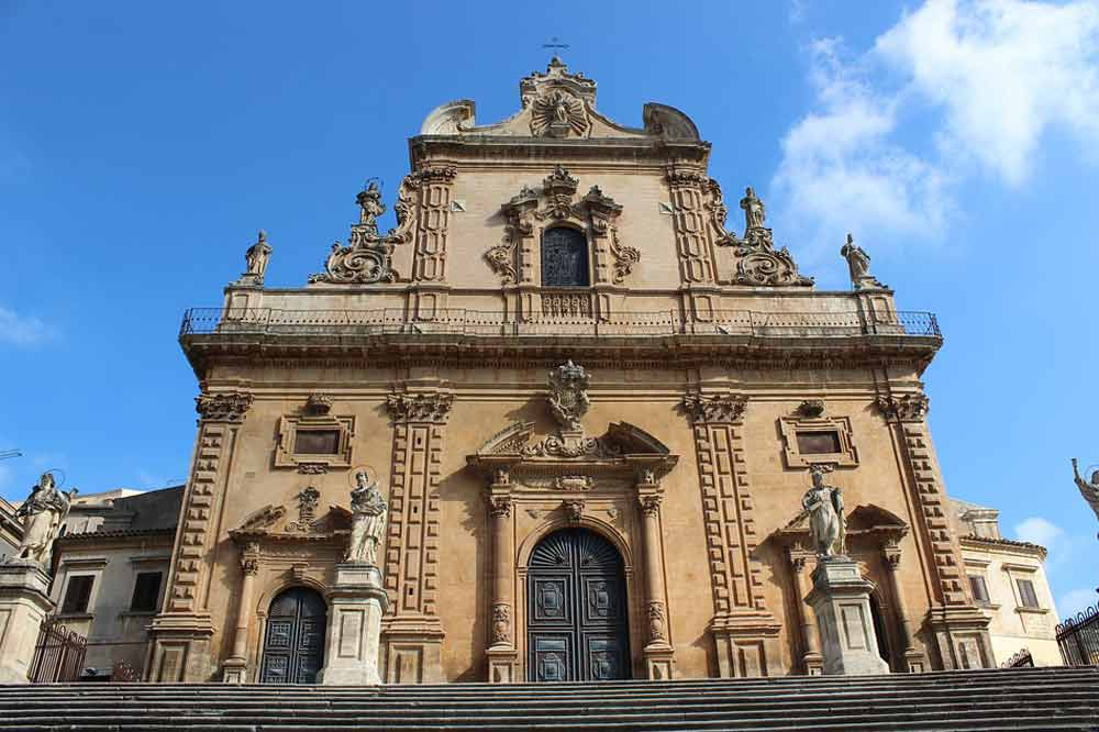 Guided tour of Modica in the middle of churches, baroque style and chocolate-image-7