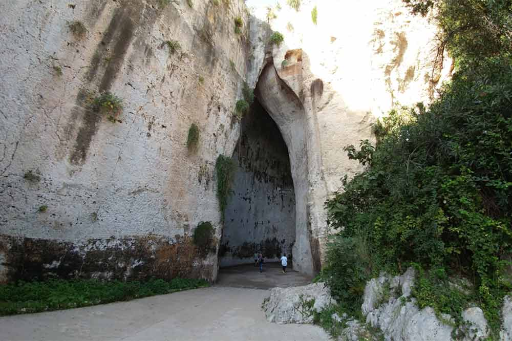 Guided tour of the Ortygia Island and the Archaeological Park of Syracuse-image-8